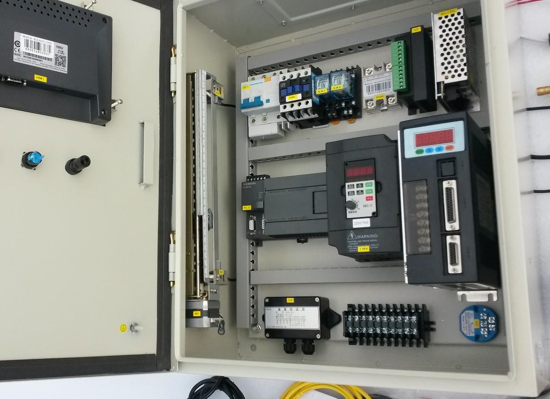 指示灯,电压表,接线排,线槽,电线,线鼻子,线号,标识标签,电箱,电路